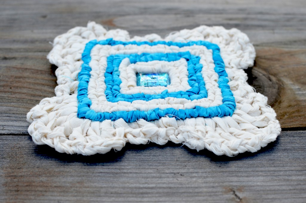 Locker hooked coaster with crocheted scalloped edge. 5-Mesh canvas. Free similar pattern.