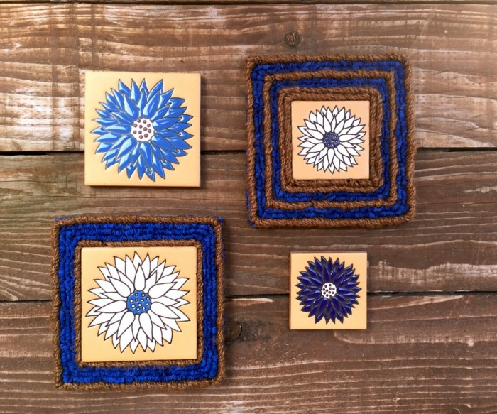 gocolorcrazy-locker-hooked-dahlias-blue-ceramic-twine-9x7