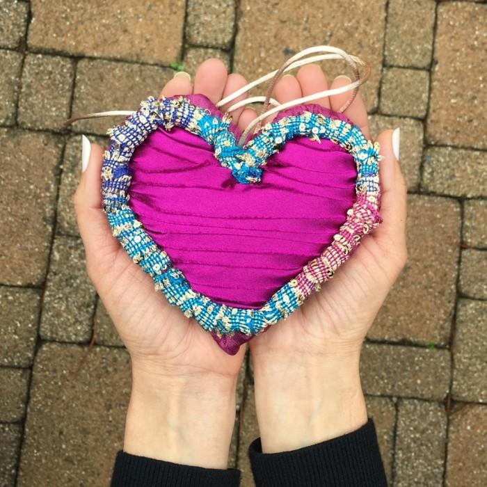 Locker Hooked Ruched Frame Violet Heart In Hands 8x8
